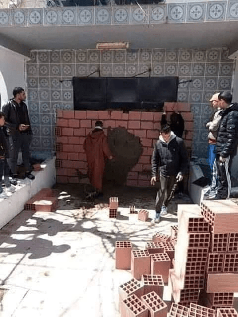 Algerians trapping mayor